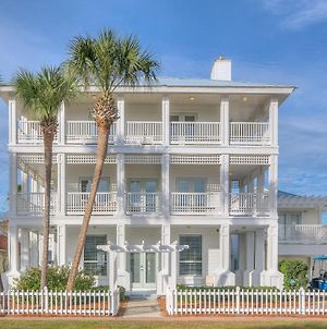 Stunning Large Home With Carriage House And Private Pool 5Mn Walk To Beach Hot Tub And Bbq Pets Welcome photos Exterior