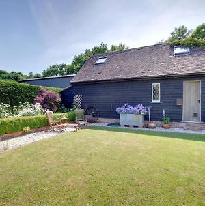 Attractive Holiday Home In Cranbrook Kent With Parking photos Exterior