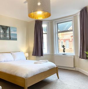 Beautiful Ensuite Rooms Near Seafront In Town Centre, Netflix, Superfast Wifi, Communal Kitchen Suit Long Or Short Stays photos Exterior