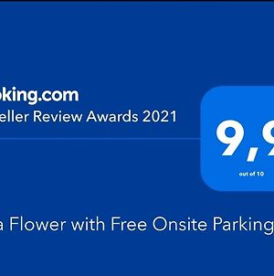 Villa Flower With Free Onsite Parking photos Exterior