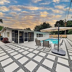 Gorgeous Retreat With Private Pool - Walk To Bay Home photos Exterior