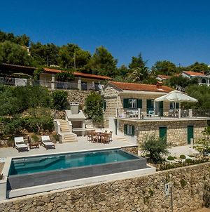 Villa Turquoise Waterfront A Beautiful 3 Bedroom Villa A Stones Throw To The Beach photos Exterior
