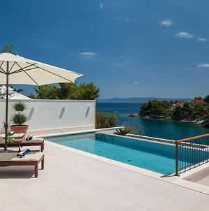 Villa Sumartin Deluxe A Stunning 4 Bedroom Villa With A Gym Just Steps To The Beach photos Exterior