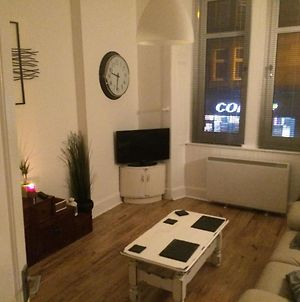 Whole 1 Bedroom Flat, Free Parking photos Exterior