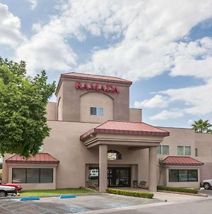 Ramada By Wyndham Bakersfield photos Exterior