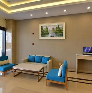 Greentree Inn Shanghai Hongqiao Transportation Hub National Convention And Exhibition Center Huaxiang Road Business Hotel photos Exterior