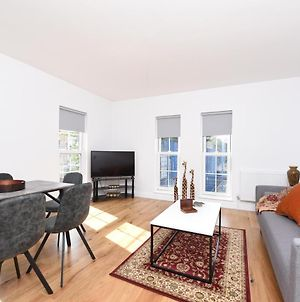 Charming Two Bed Balcony Apartment At Chelsea London photos Exterior