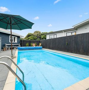 Bare Feet Retreat - Waikanae Beach Holiday Home photos Exterior