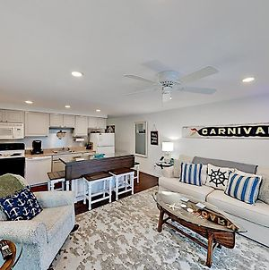 Chic Updated Coastal Condo - Stroll 1 Min To Shore Condo photos Exterior