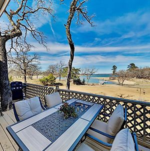 Lakefront Cottage With Private Fishing Dock Home photos Exterior