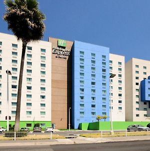 Holiday Inn Express & Suites Toluca Zona Aeropuerto photos Exterior