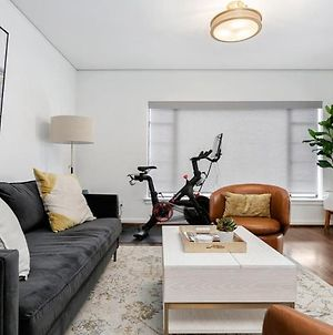 Luxury Contemporary Apartment With Peloton Bike photos Exterior