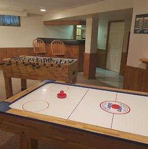 Sarnia'S Man Cave Welcomes You... Game On! photos Exterior