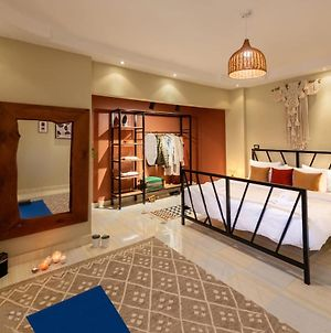 Play Foosball & Do Yoga - 1 Bedroom Apt 5 Min To Airport photos Exterior
