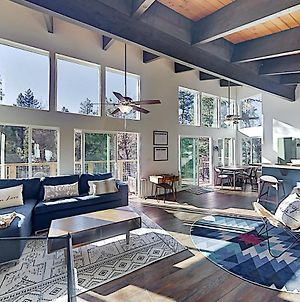 Modern Mountain Getaway - Near Skiing, Lake, Golf Home photos Exterior