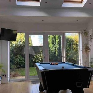 Modern Detached House Sleeps 8 With Games Room photos Exterior