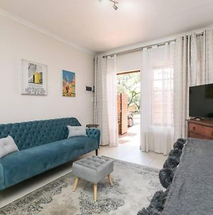 Retro Chic Bachelor Unit 3Km To Menlyn photos Exterior