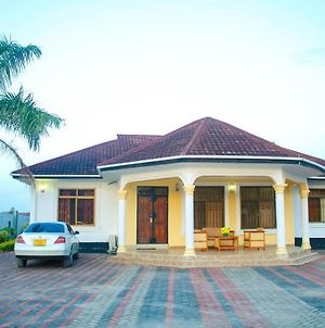 Nice Home For Travellers & Family Vacation - Near The Beach photos Exterior