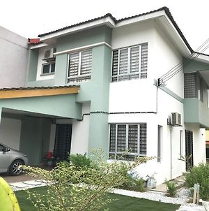 Emma Homestay, Bandar Tasik Puteri - 5 Bedrooms, 3 Bathrooms photos Exterior