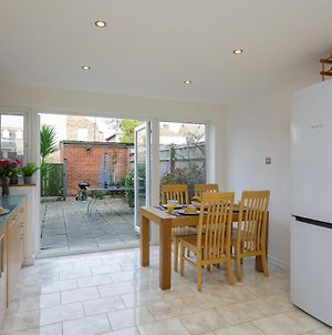 Large Home For 4 - Smart Tv - Comfy Beds - Garden - 4 Single Beds Or 2 Doubles! photos Exterior