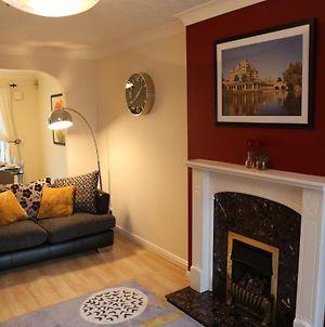 Stylish And Spacious Home With Garden Views - Near Mcr Airport And Ample Free Parking photos Exterior