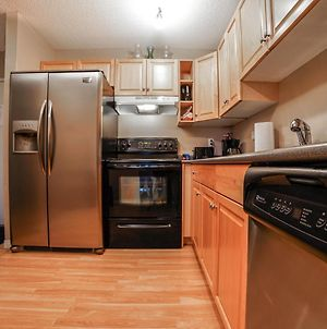 Bv-Calgary Condo, 90Min To Banff, Full Kitchen, 30Min Airport, Parking Stall, Wd, Smart Tv photos Exterior