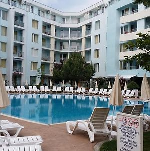 One Bedroom Apartment At Yassen Complex. 5 Mins To The Beach photos Exterior