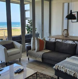 Accommodation Front - Gorgeous 4 Sleeper Beachfront Apartment photos Exterior
