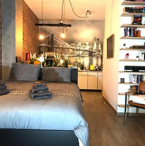 Quiet Spacious Ny Loft 200M From Train Also Available Long Term photos Exterior