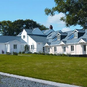 Sunflower Apartment, Family Accommodation Near Tenby In Pembrokeshire photos Exterior