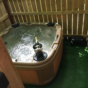 Goldcrest 4-Hot Tub-Woodland Lodges-Carmarthenshire-Tenby photos Exterior