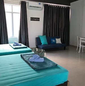 Near Airport, 1 Big Bedroom For 5Pax, Free Pickup. photos Exterior