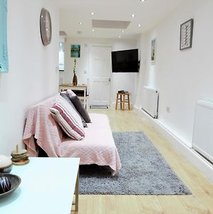 Newly Refurbished 2 Bedroom Apartment In The Heart Of Greenwich photos Exterior