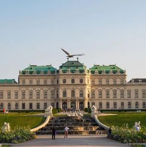 Central 75M² Apartment At Belvedere Palace photos Exterior