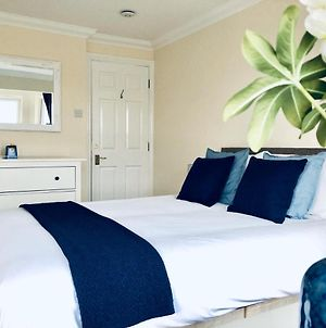 2 Bed 2 Bath Flat With Private Parking And 3 Min To Tube photos Exterior