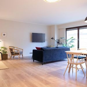 Large And Bright Apartment For Up To 7 Guests, Few Mintues Distance To The City Centre photos Exterior