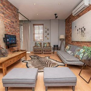 Centrally Located Apartment With Parking photos Exterior