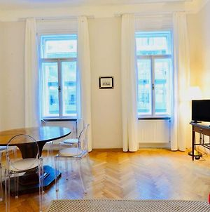 Beautiful Viennese Flat In The City Centre photos Exterior