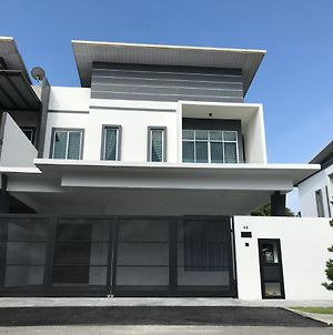 Semi-D New House @ Sungai Abong Muar*10~20Pax photos Exterior