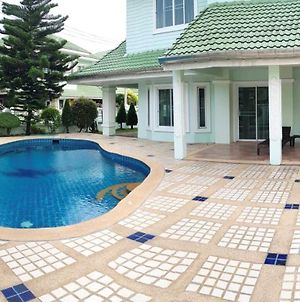 House With Swimming Pool photos Exterior