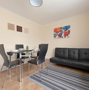 Serviced Accommodation Near London And Stansted - 3 Bedrooms photos Exterior