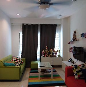 Shah Alam-Beside Idcc-Apartment Nicely Hometay-Up To 11 People- photos Exterior