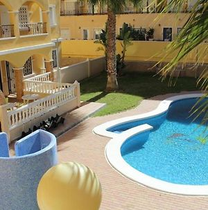 Comfortable Two Bedroom Apartment With Communal Pool, Aircon And Free Wi-Fi photos Exterior