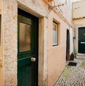 Snuggle Up In The Cozy Window Nook At An Alfama Abode photos Exterior