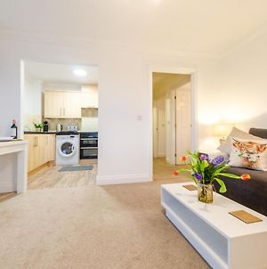 Colchester 2 Bed Apt, Close To Main Station, Hospital, Town Centre photos Exterior