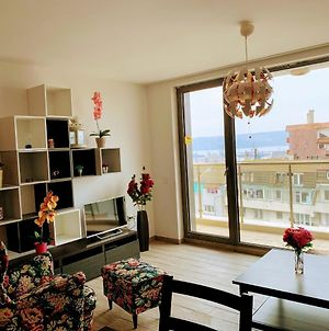 Sea View Stylish Appartment - Top Center Varna photos Exterior