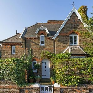 Superb Cottage In The Heart Of Wimbledon Village photos Exterior
