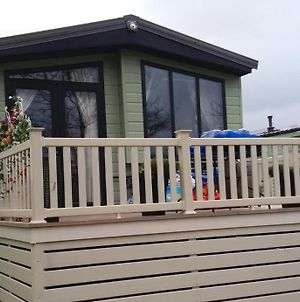 2 Bedrooms & Double Sofa Bed Deluxe Superior Holiday Home photos Exterior