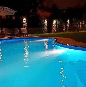 Luxury House Close To Metro, With Pool And Whirlpool photos Exterior