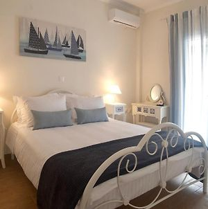 The Bluehouse - Spacious Top Floor Flat With Parking, By Mon Repos Beach photos Exterior